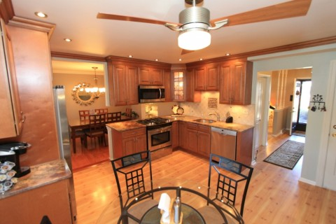 Remodeled Eat-In Kitchen w/42